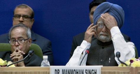 Image: Manmohan Singh, right