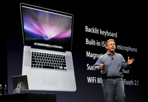 Image: Phil Schiller and 17-inch MacBook Pro