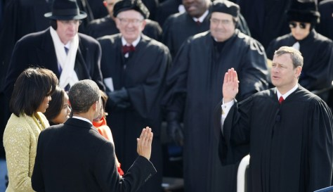 Image: John Roberts administers oath