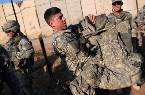 Image: U.S. soldier dons body armor in Iraq