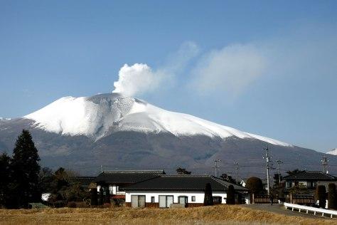 Image: Mount Asama erupts