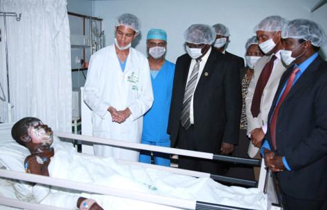 Image: Kenya's President Mwai Kibaki at a hospital
