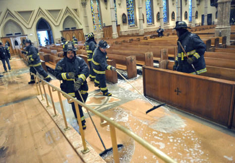 Fire Damages Landmark Chicago Cathedral Us News Life