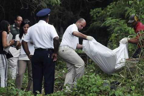 Image: Forensic personnel remove the body of Sara Kuszak