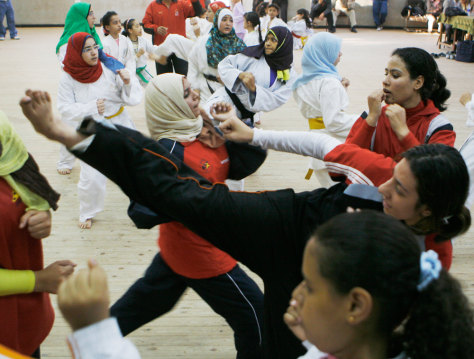 Image: Egyptian girls train in self-defense