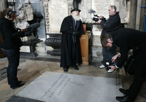 Image: Darwin actor at Darwin's grave