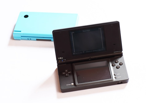Image: Nintendo DSi launches April 5 in the U.S.
