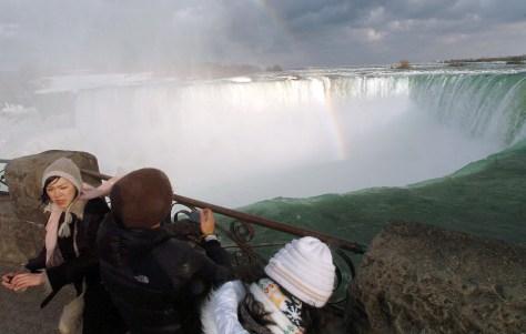 Image: Touristsat theHorseshoe Fallsin Niagara Falls, Ontario