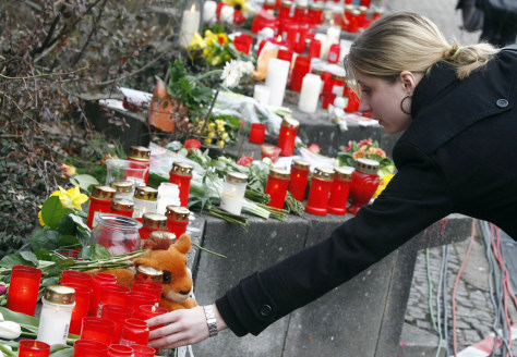 Image: Student lights a candle at the Albertville-Realschule school where a shooting incident took place in Winnenden