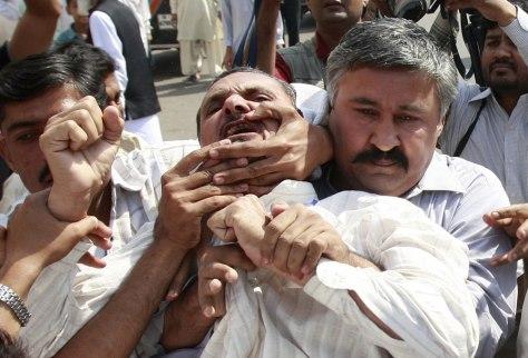 Image: Pakistani police arrest politicalactivist