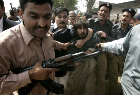 Image: Pakistani police arrest alleged gunman