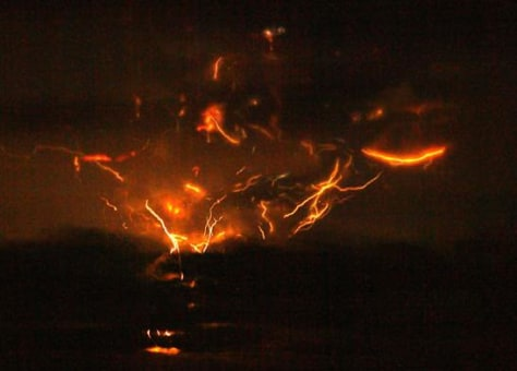 Image: Lightning around volcano