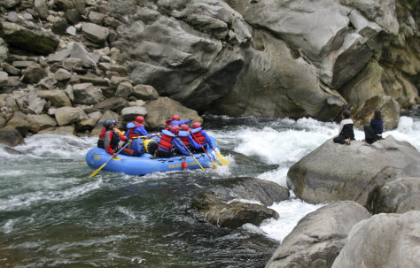 Image: raft heads into a rapid on the Kameng River