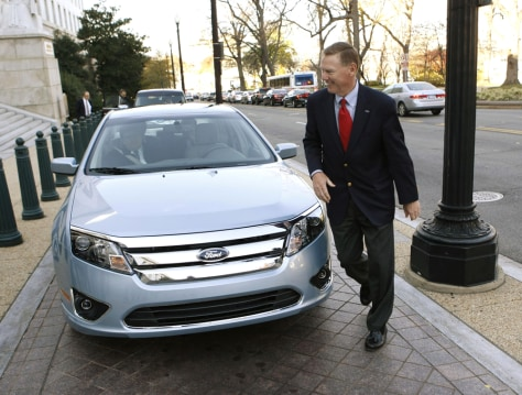 Image: Ford Chief Executive Officer Alan Mulally arrives on Capitol Hill