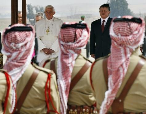 Image: Jordan's king Abdullah welcomes Pope Benedict XVI