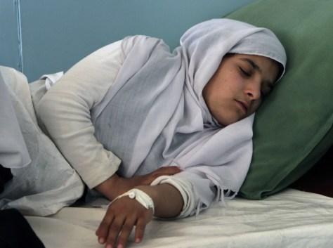 Image: Sick Afghani schoolgirl