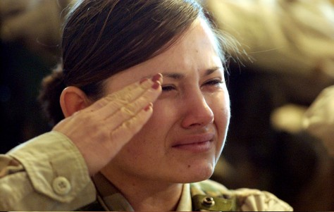 Image: U.S. soldier mourns during memorial ceremony in Tikrit.