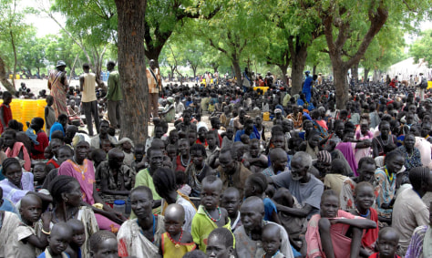 Image: Waiting for supplies in southern Sudan