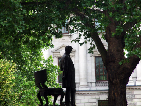 Image: A statue of Abraham Lincoln, London's Parliament Square