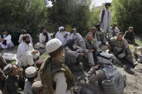 Image: U.S. soldiers meet with Afghan villagers