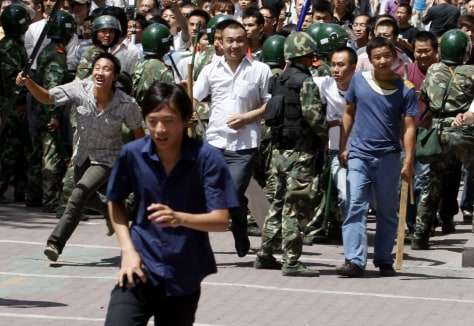Image: Han Chinese try to attack Uighurs