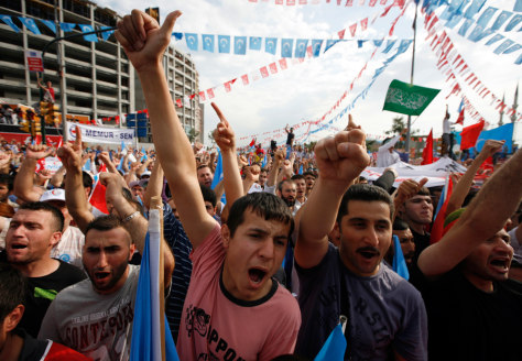 Image: Protesters chant slogans in support of East Turkestan in Istanbul
