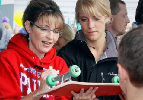 Image: Alaska Govenor Sarah Palin at the the govenor's picnic