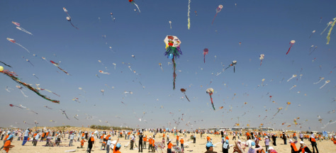 Image: Children fly kites in Gaza