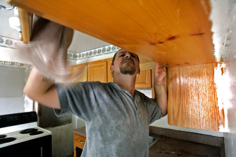 Image: Cleaning out foreclosed homes