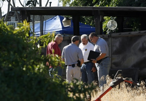 Image: Antioch police officers and Contra Costa Sheriff officers search the property next door to Phillip and Nancy Garrido's home