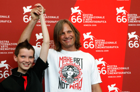 Image: Viggo Mortensen and Kodi Smit-McPhee