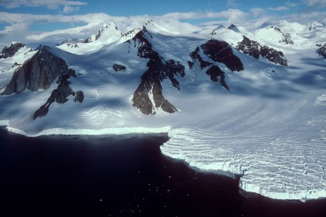 Image: Glacier that flows to ocean