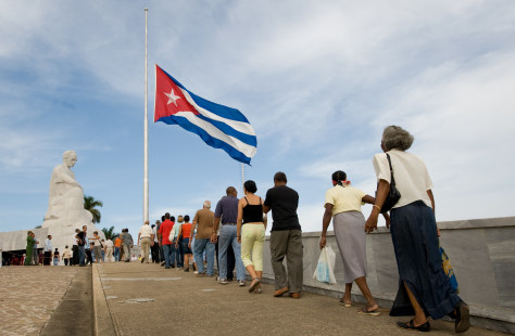 Image: Cubans queue to pay homage to late Cuban Vice-President Juan Almeida Bosque