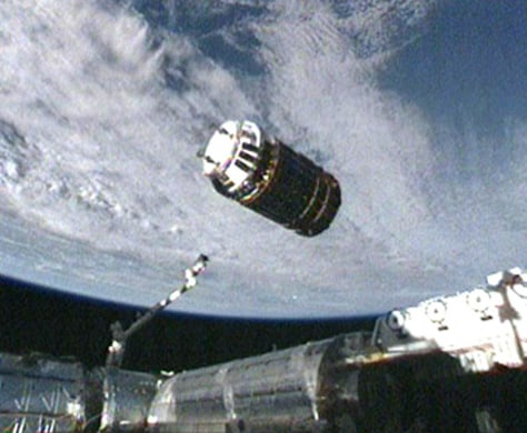 Image: The unpiloted Japanese H-2 Transfer Vehicle (HTV) makes its final approach to the International Space Station