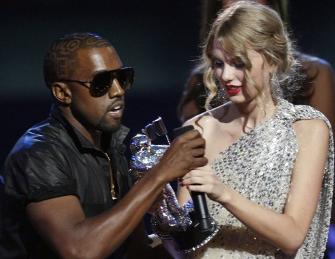Image: Kanye West interrupts Taylor Swift