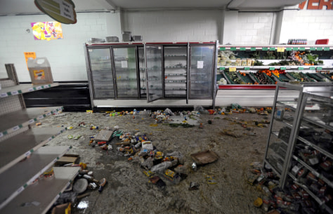 Image: View of a looted supermarket