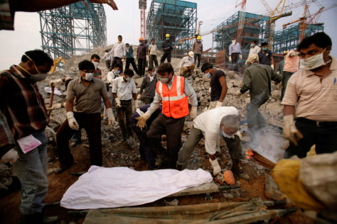 Image:Searching for victims in construction accident in India