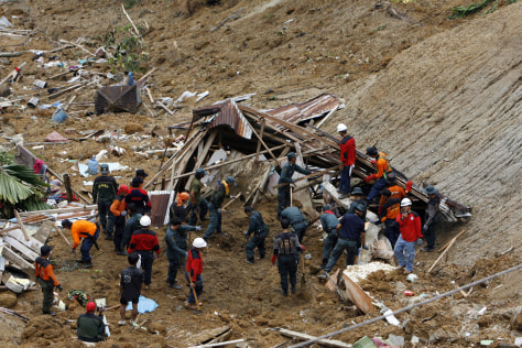 Image: Rescuers look for bodies of people buried in landslides caused by earthquake in a village in Pariaman