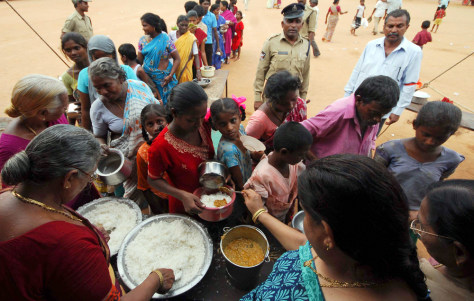 Image: Flood victims wait for food