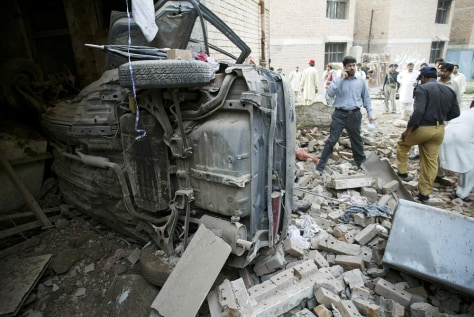 Image: Car bomber kills 10 in Kohat, Pakistan