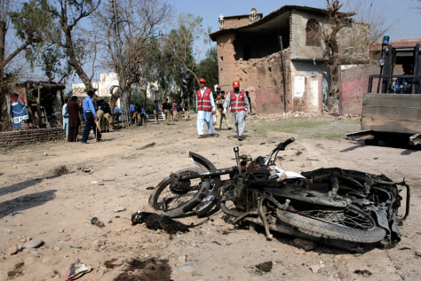 Image: Scene of suicide bombing in Peshawar