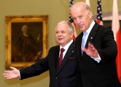 Image: Poland's President Lech Kaczynski and U.S. Vice President Joe Biden