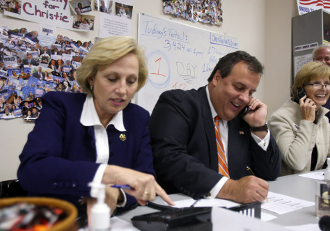Image: NJ Republican Gubernatorial Candidate Christie Campaigns Day Before Election