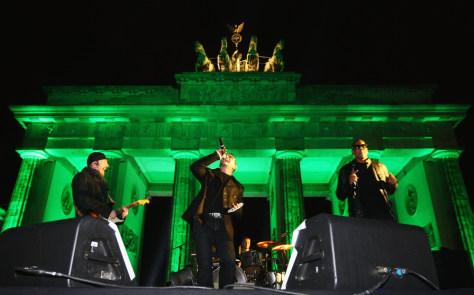 Image: Image: U2 Berlin concert