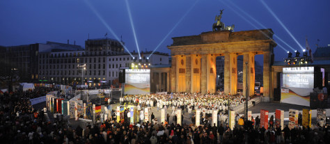 Image: Illuminated landmark Brandenburg Gate in Berlin