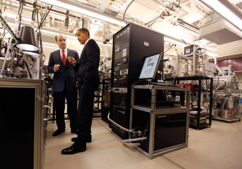 Image: President Obama tours MIT