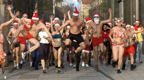 Image: Great Santa Claus Jogging on St. Nicholas' Day in Budapest