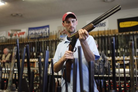 Image: Gun shopper in Tennessee