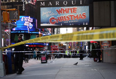 Image: Scene of a shooting outside the Marriott Marquis in Times Square
