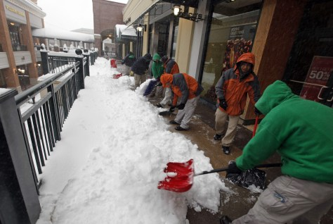 Image: Mall workers shovel snow